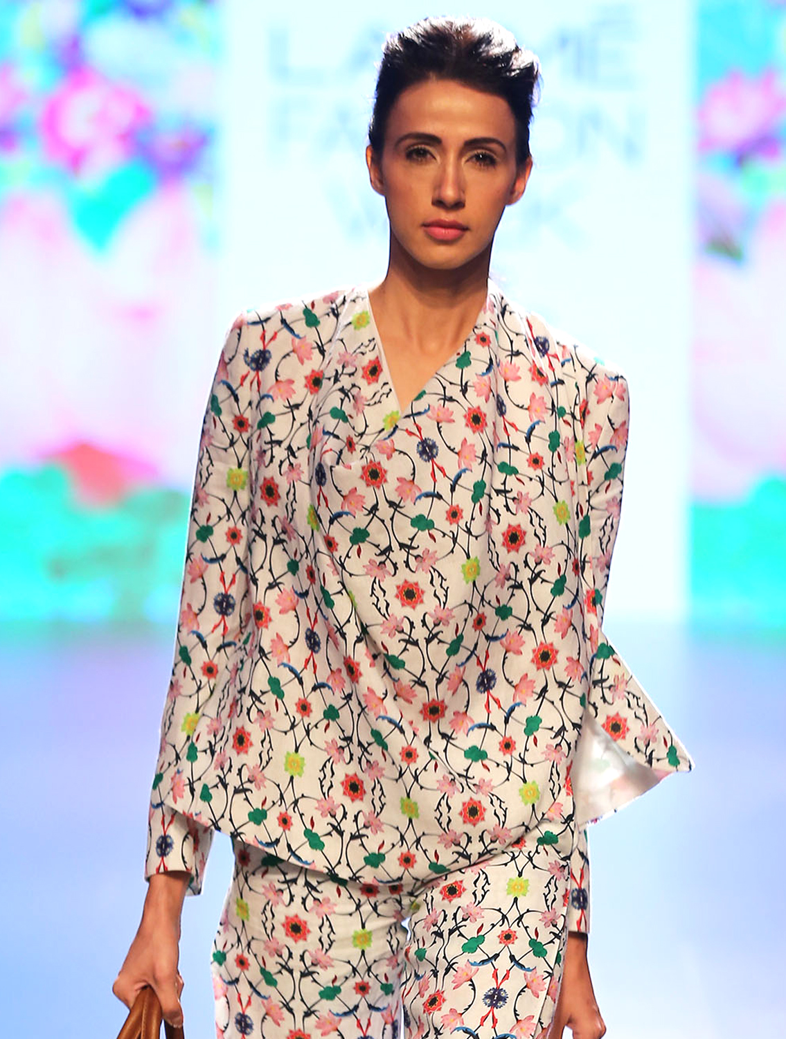 Linen Cross-over Wrap Jacket in Komol print