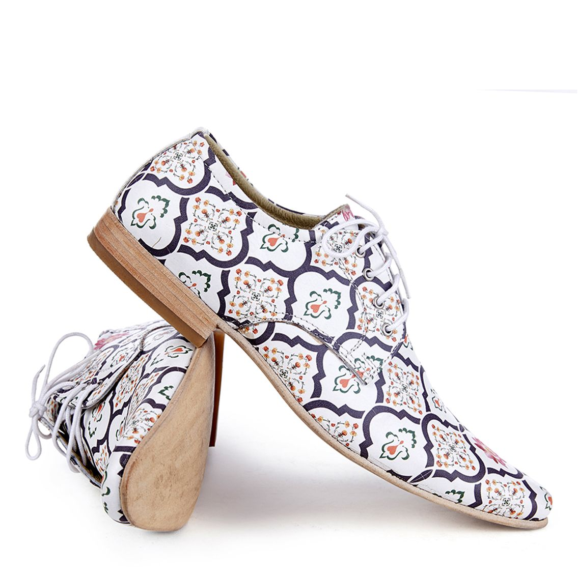 Lok Handcrafted Printed shoes